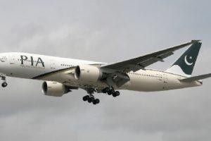 Une passagère ouvre par accident la porte de l'avion en cherchant les toilettes